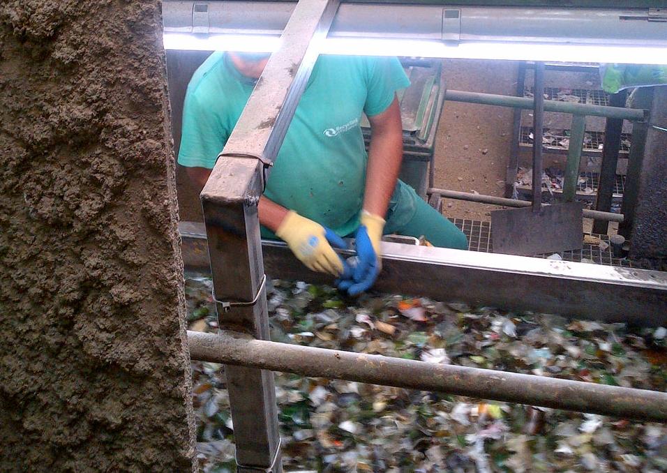 Separación selectiva del vidrio en la planta de reciclaje de Ajalvir